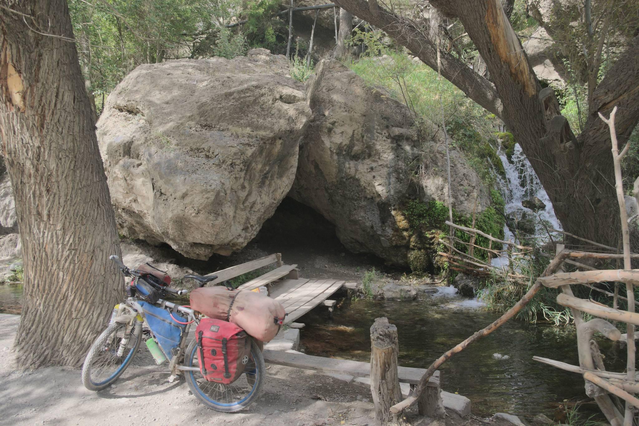 Ławeczka przy wodospadzie
