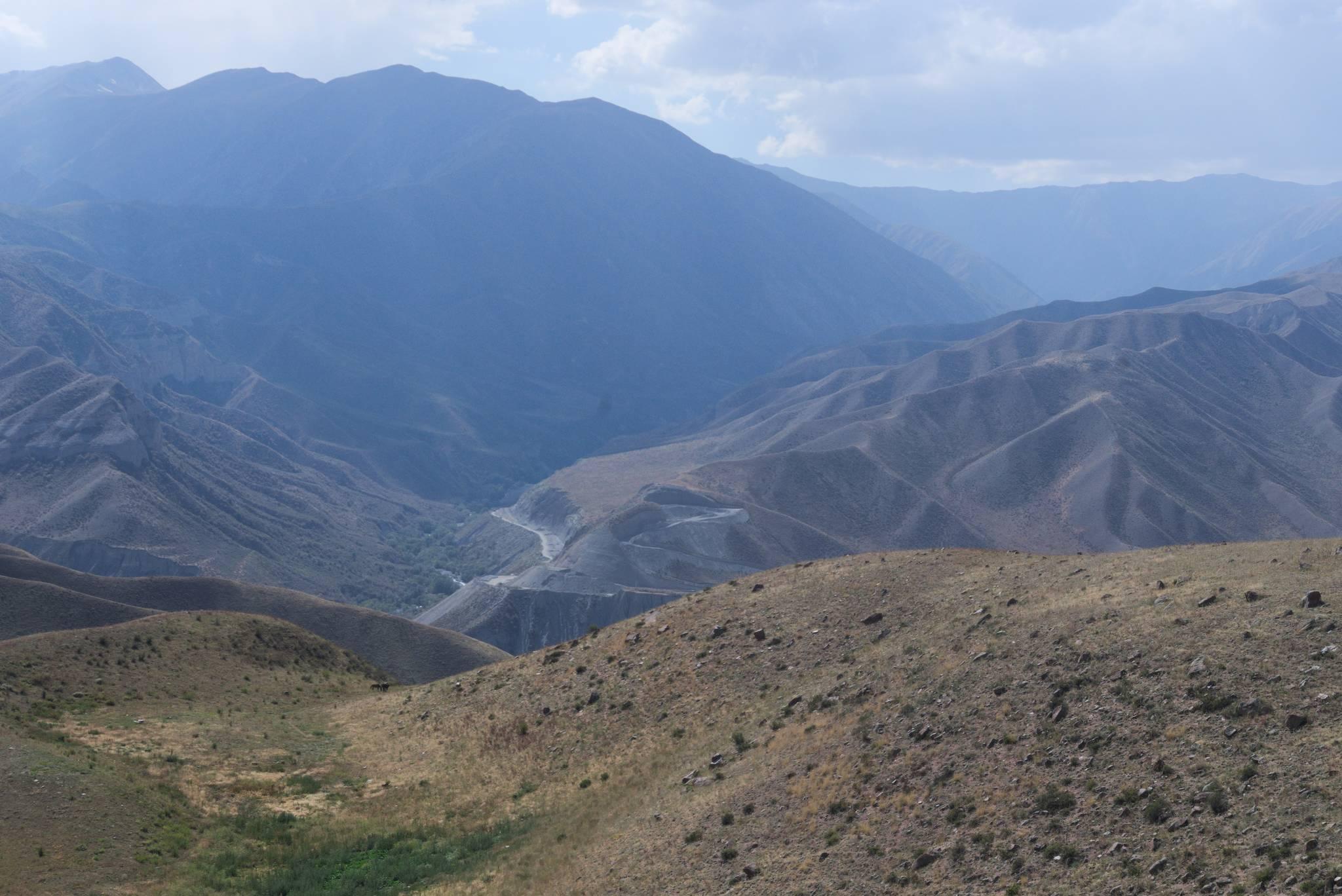 Po drugiej stronie doliny, budowa nowej drogi