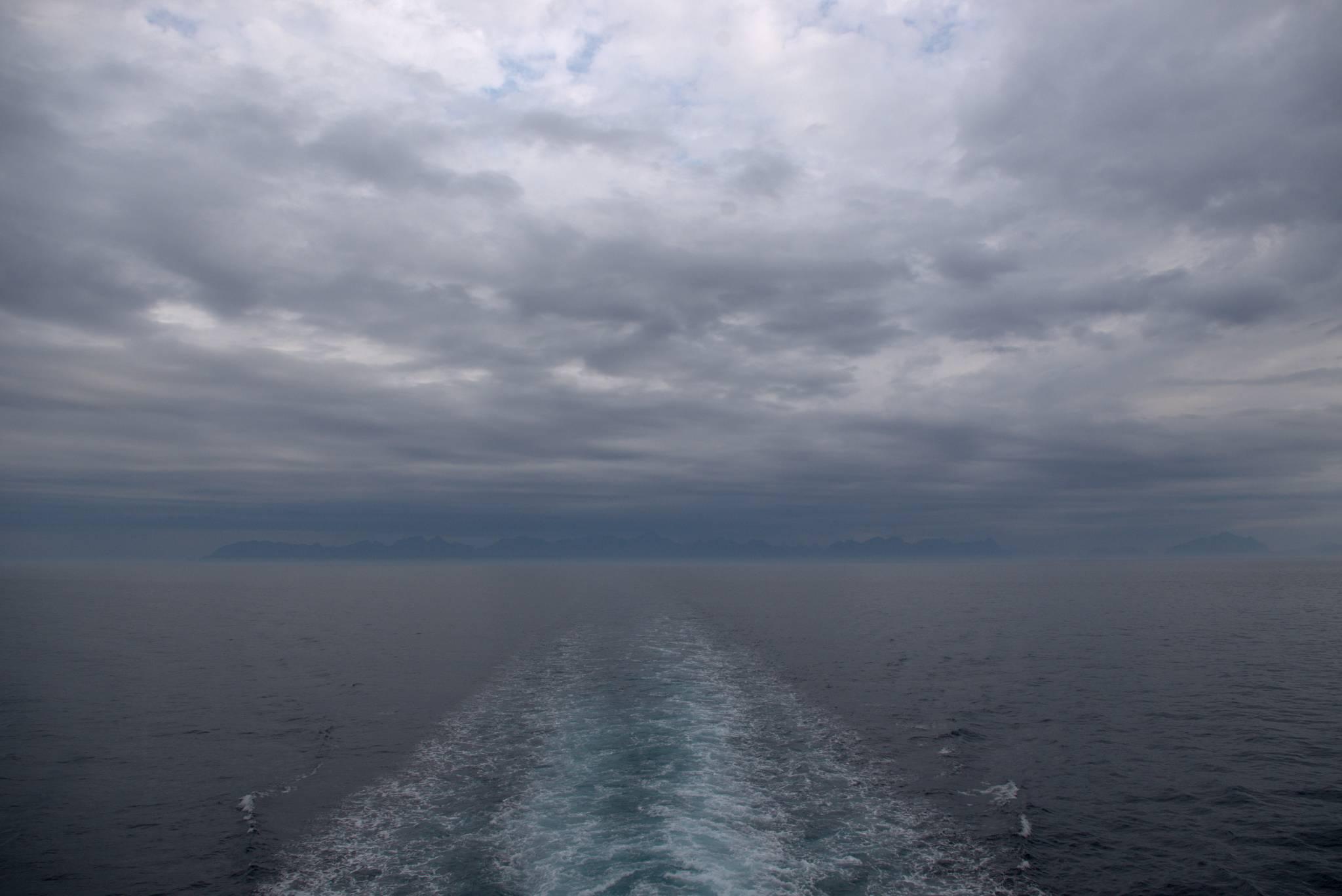 opuszczam Lofoty zasnute chmurami