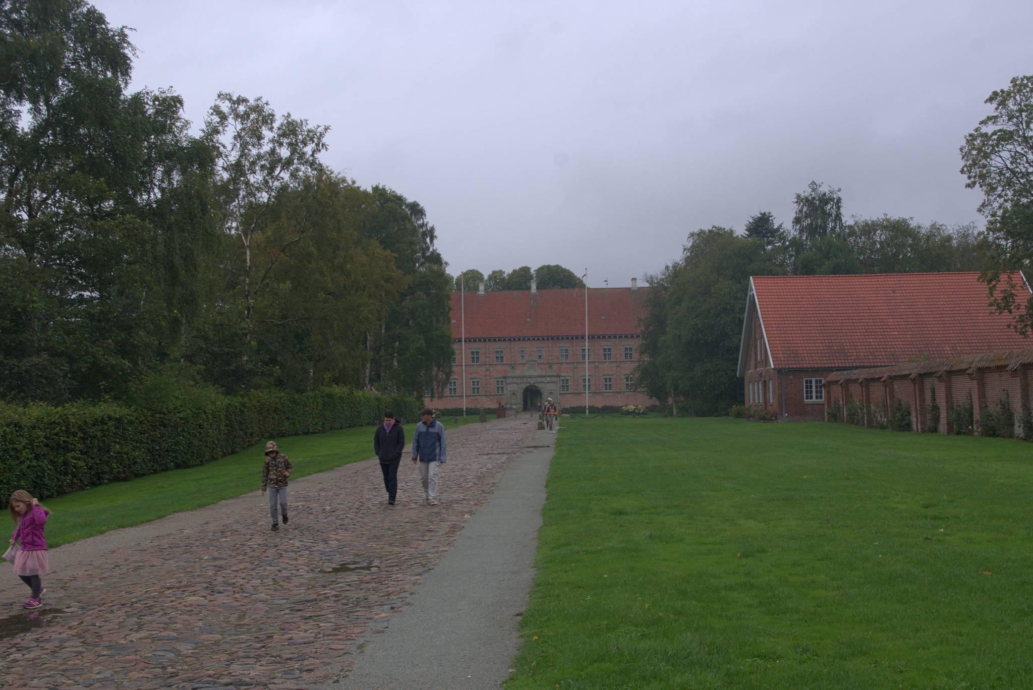 Tymczasem skok do Danii. Zamek w ponurej pogodzie