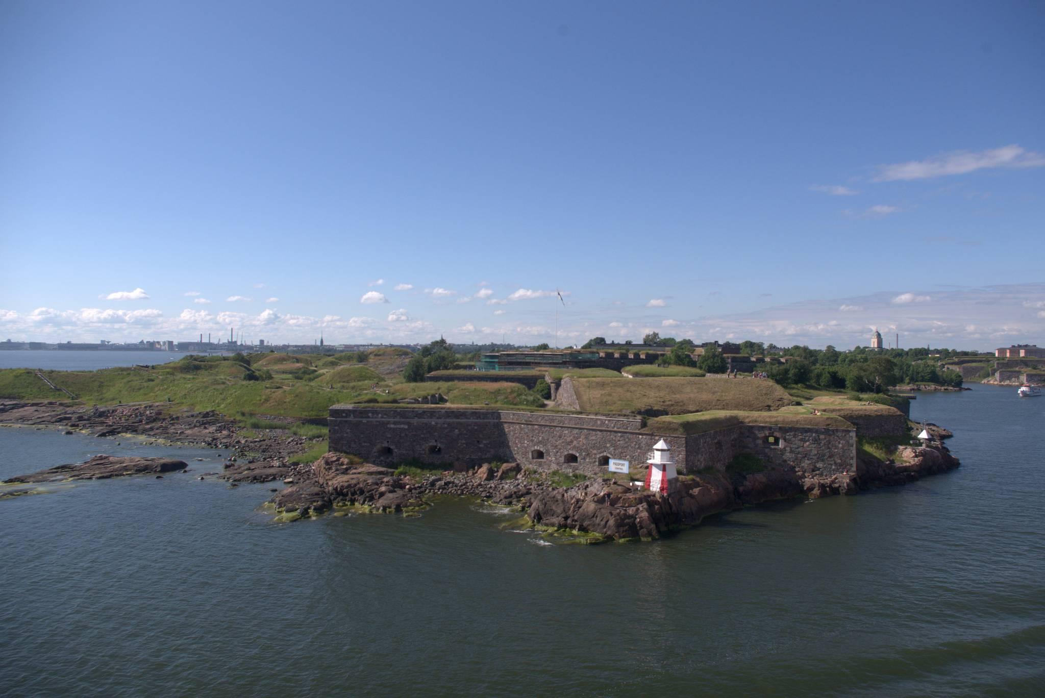 mury starych twierdz chroniących miasto, obecnie miejscówka do wypoczynku dla mieszkańców