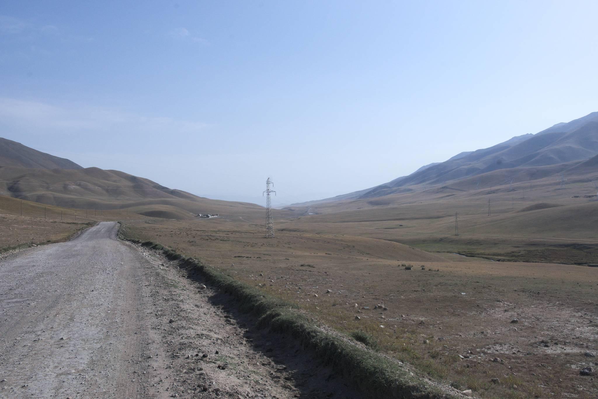 Przełęcz i zjazd do Karakol