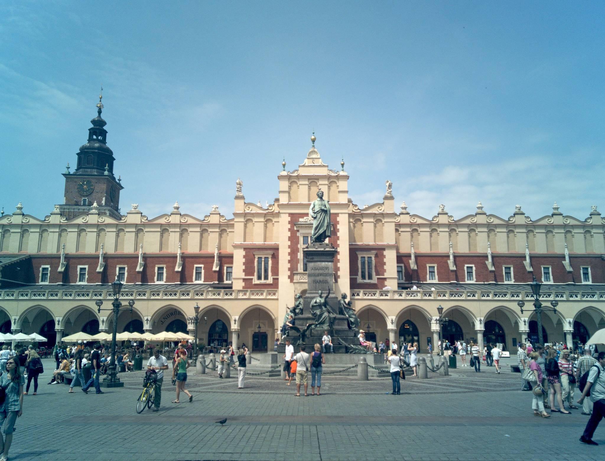 Krakowski rynek i tłumy turystów
