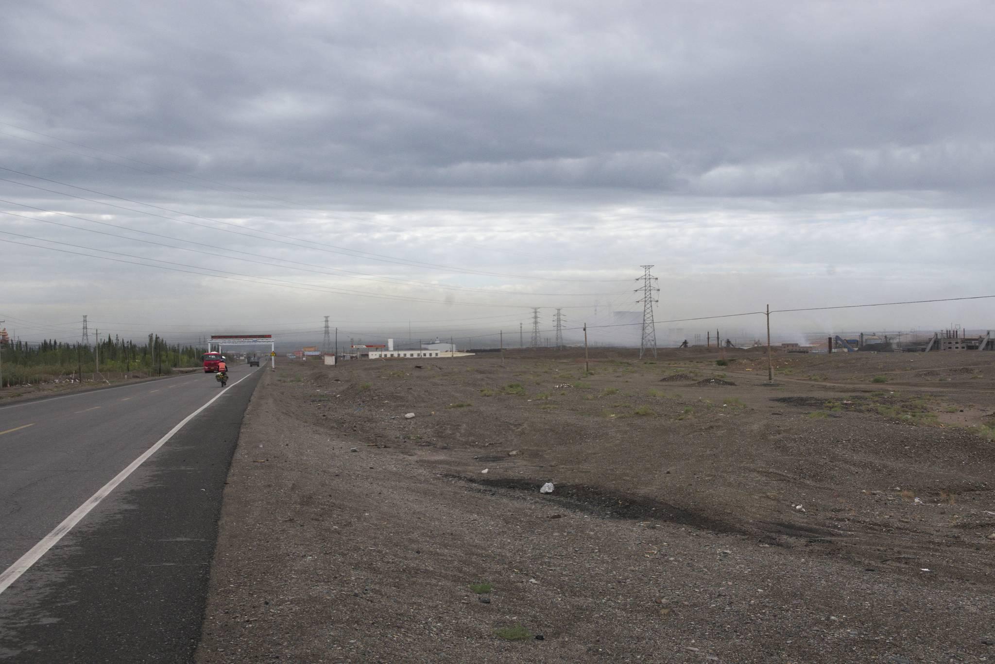 Na tym zdjęciu dobrze widać, co dzieje się, gdy przestaje wiać. Smog nad Kucha
