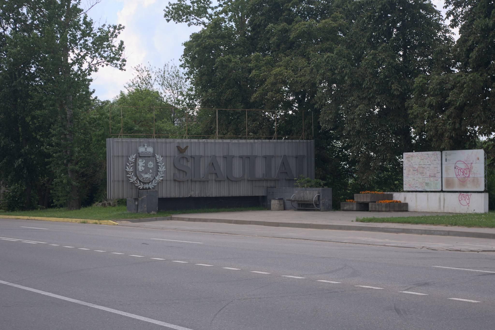 typowy obrazek dla krajów byłego ZSSR, wielka tablica na wlocie do miasta.