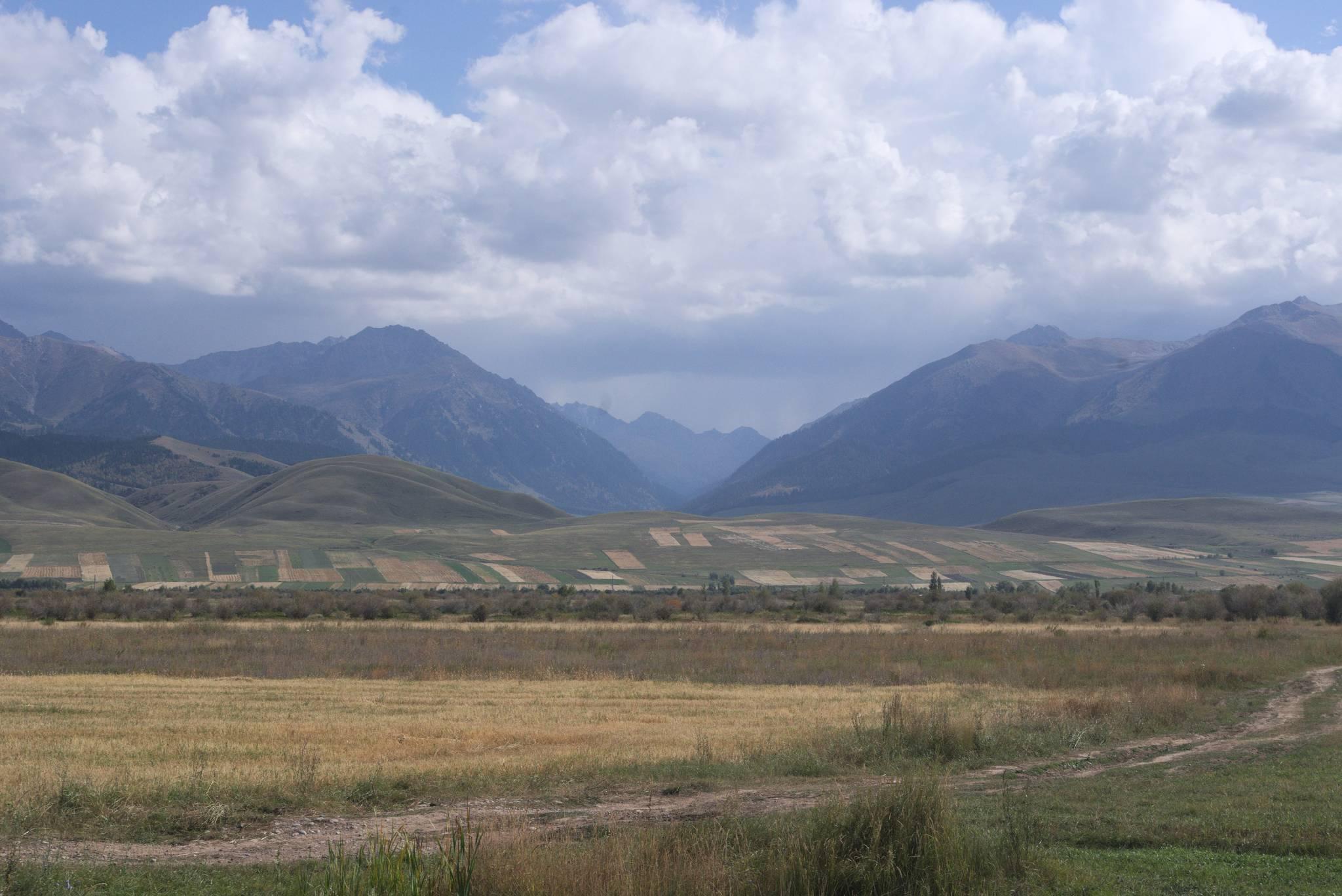 W tą dolinę trzeba by jechać, by dotrzeć do Enliczka. Potrzeba permitu by tam wjechać, po drugie droga to podobno straszna chujnia (nie remontowana od ćwierćwiecza).