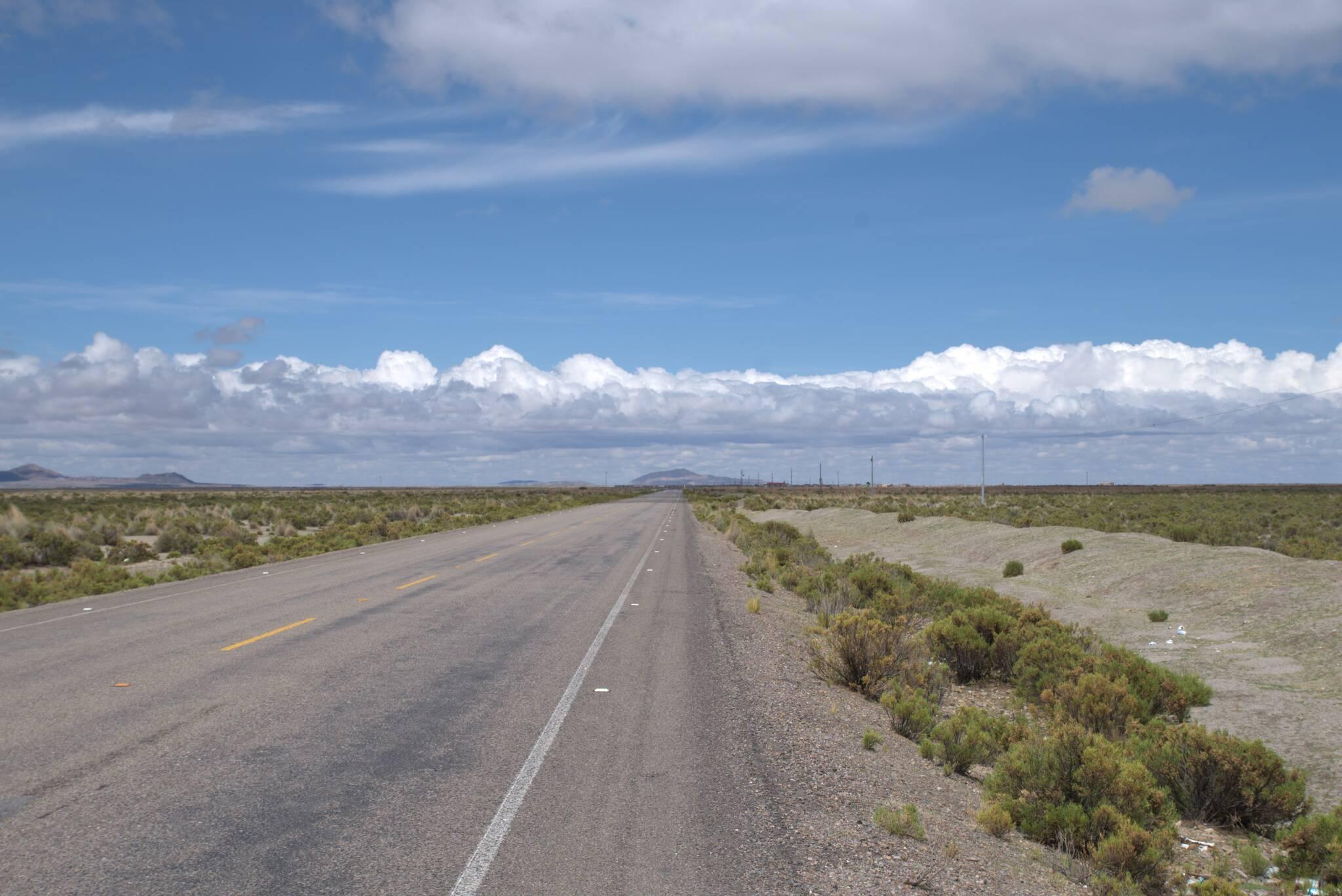 Zjechałem z głównej drogi, a tu dalej asfalt. Zasięg 3G też jest