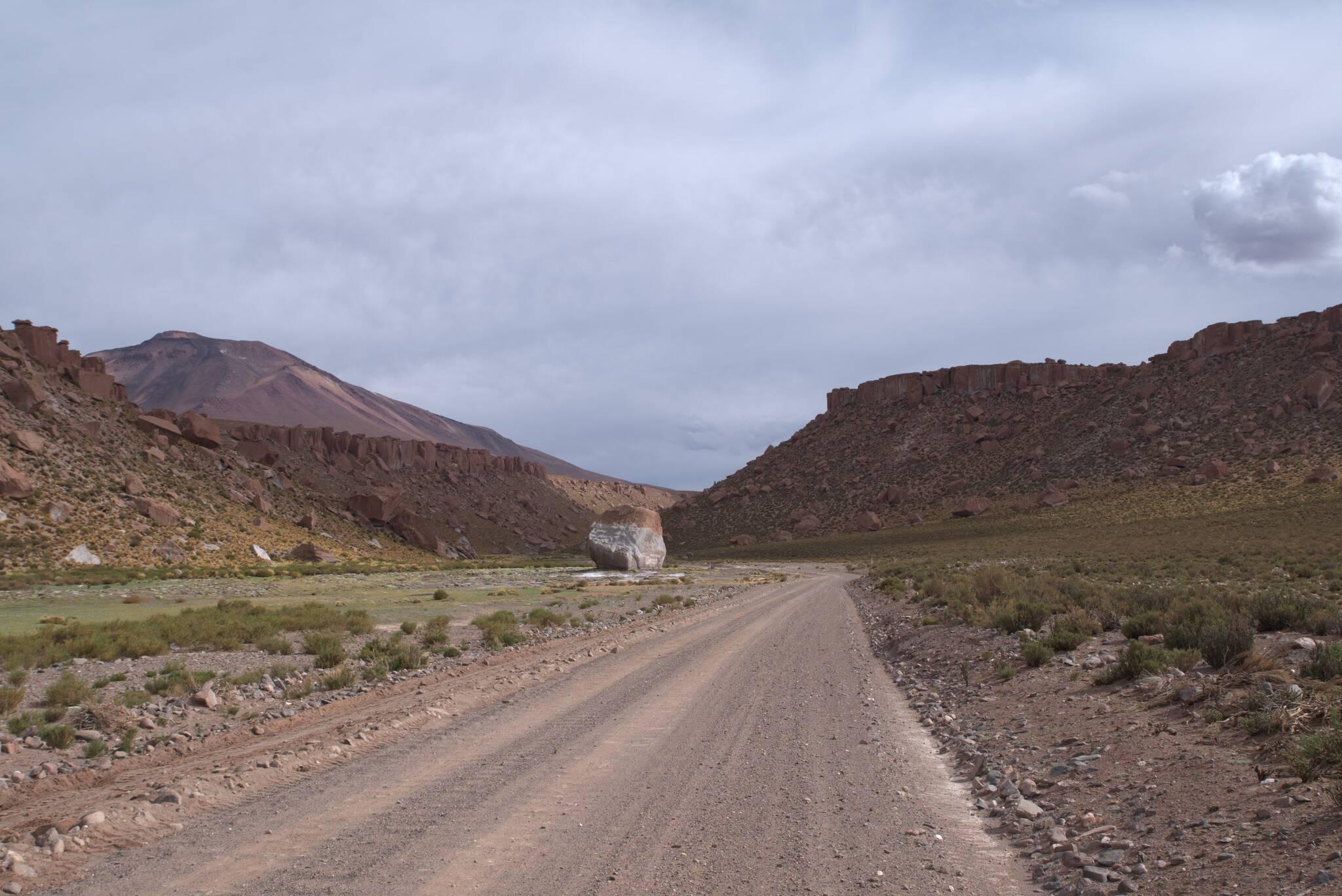 Wąwóz obok wulkanu