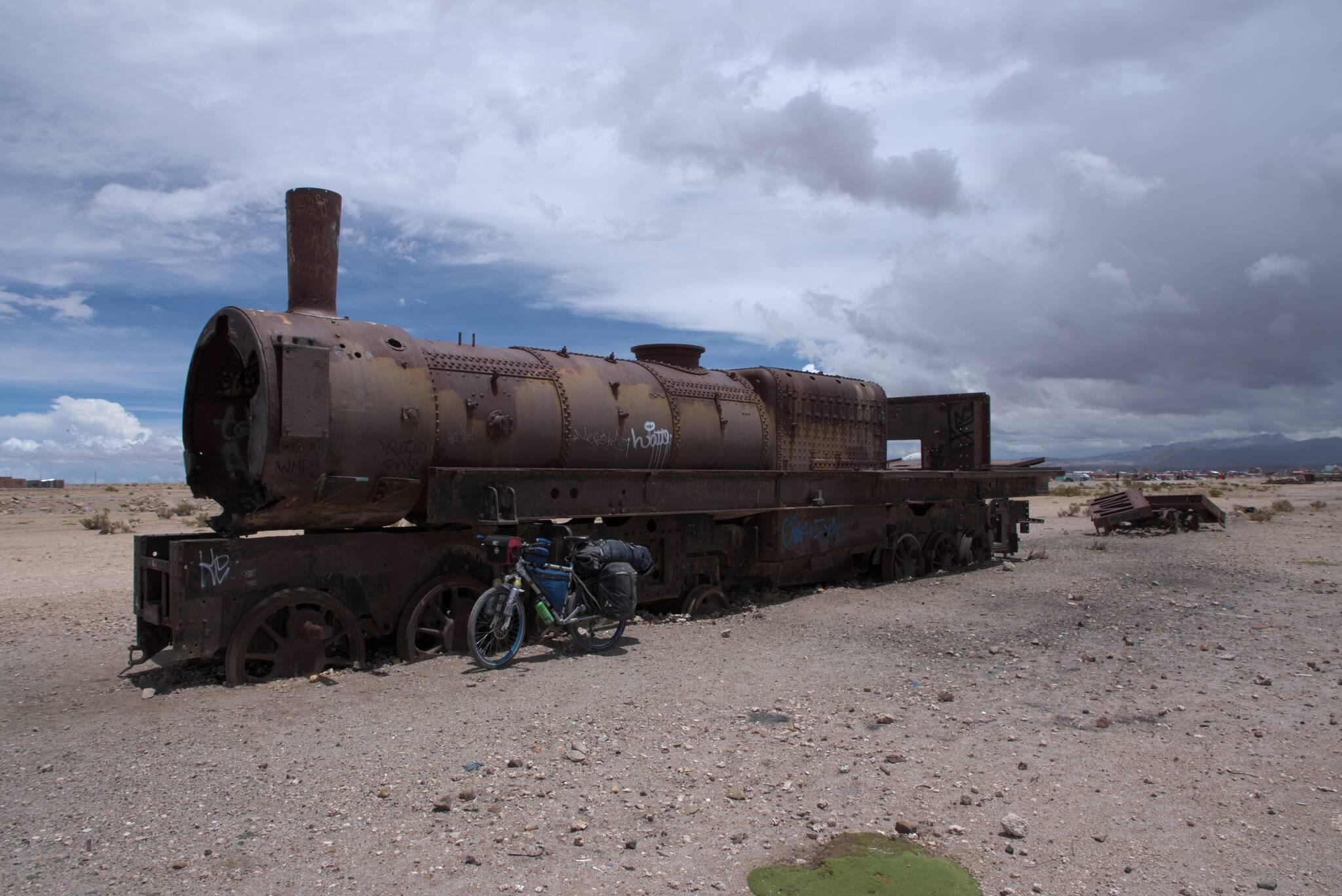 cmentarzysko pociągów za miastem