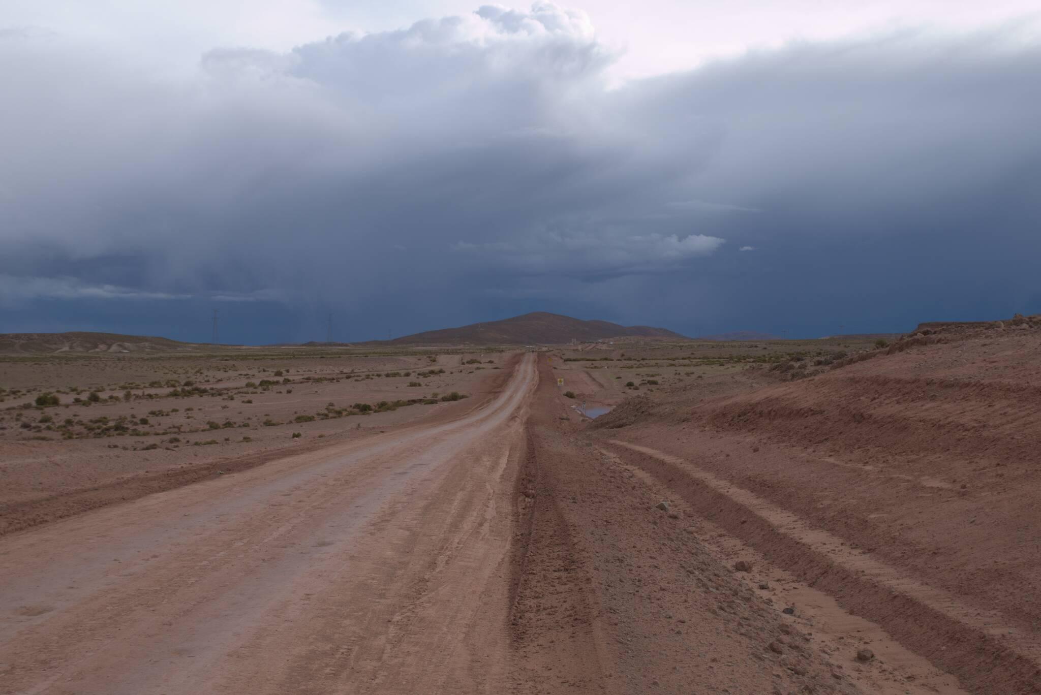 Droga jest utrzymywana przez kopalnię San Cristobal