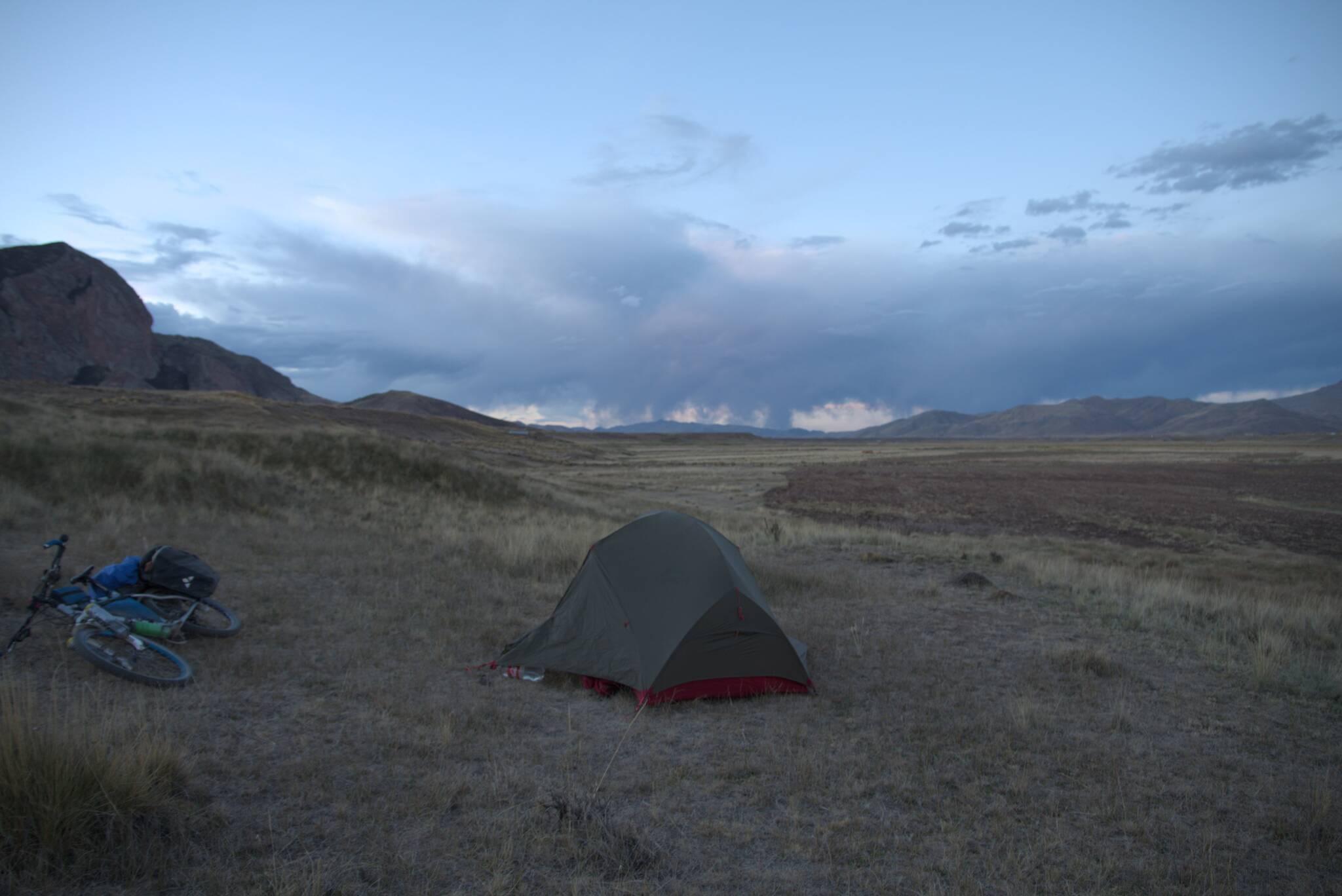 Namiot rozstawiony, ucieczka przed zlewą udana