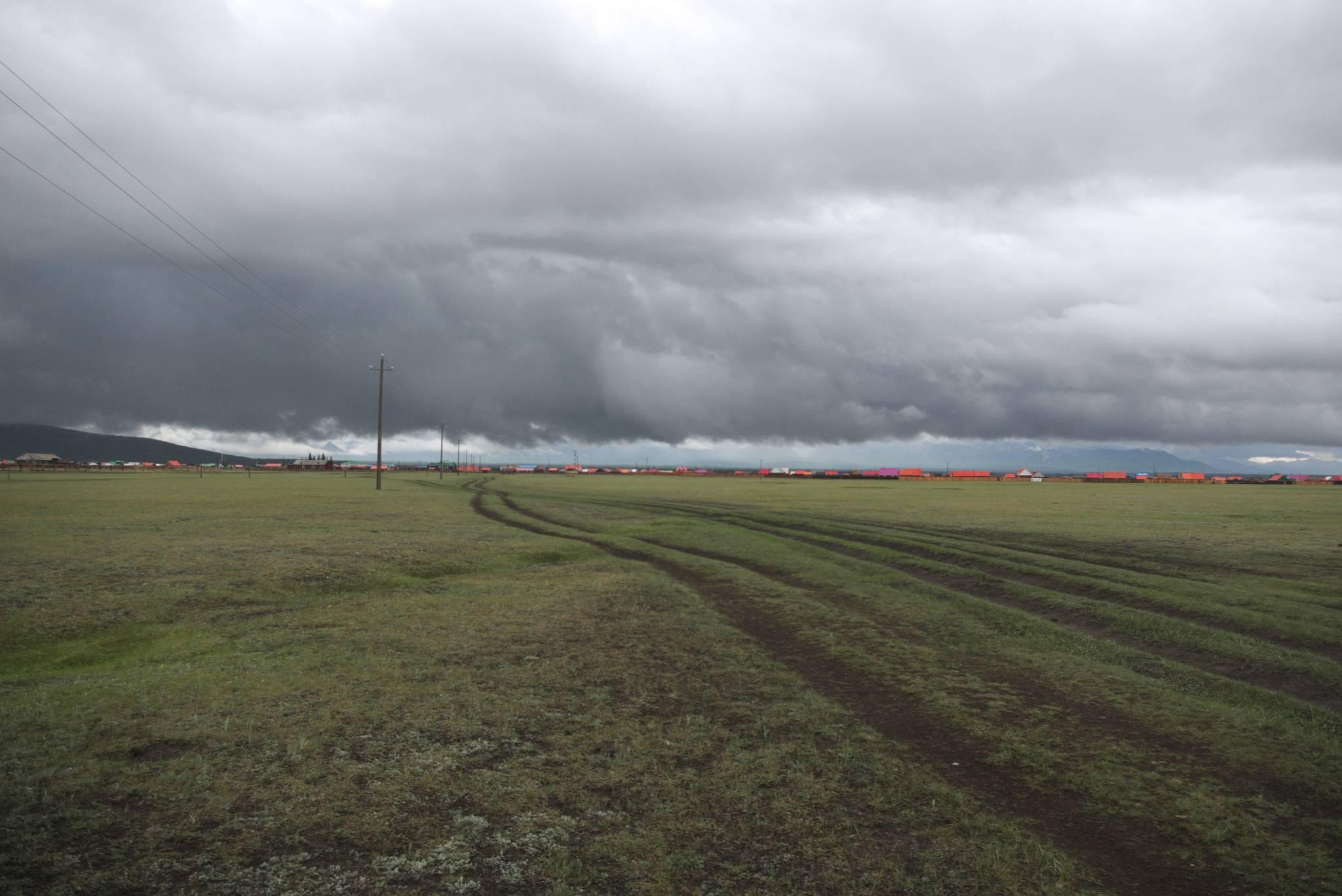 Tak wygląda burza. Przed jedną nawałnicą schroniłem się w wiosce, przed drugą uciekam