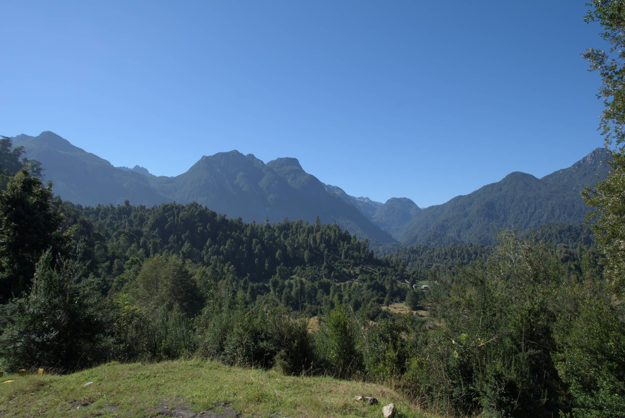 Początek normalnej drogi, w dole wieś Rupumeica Alto