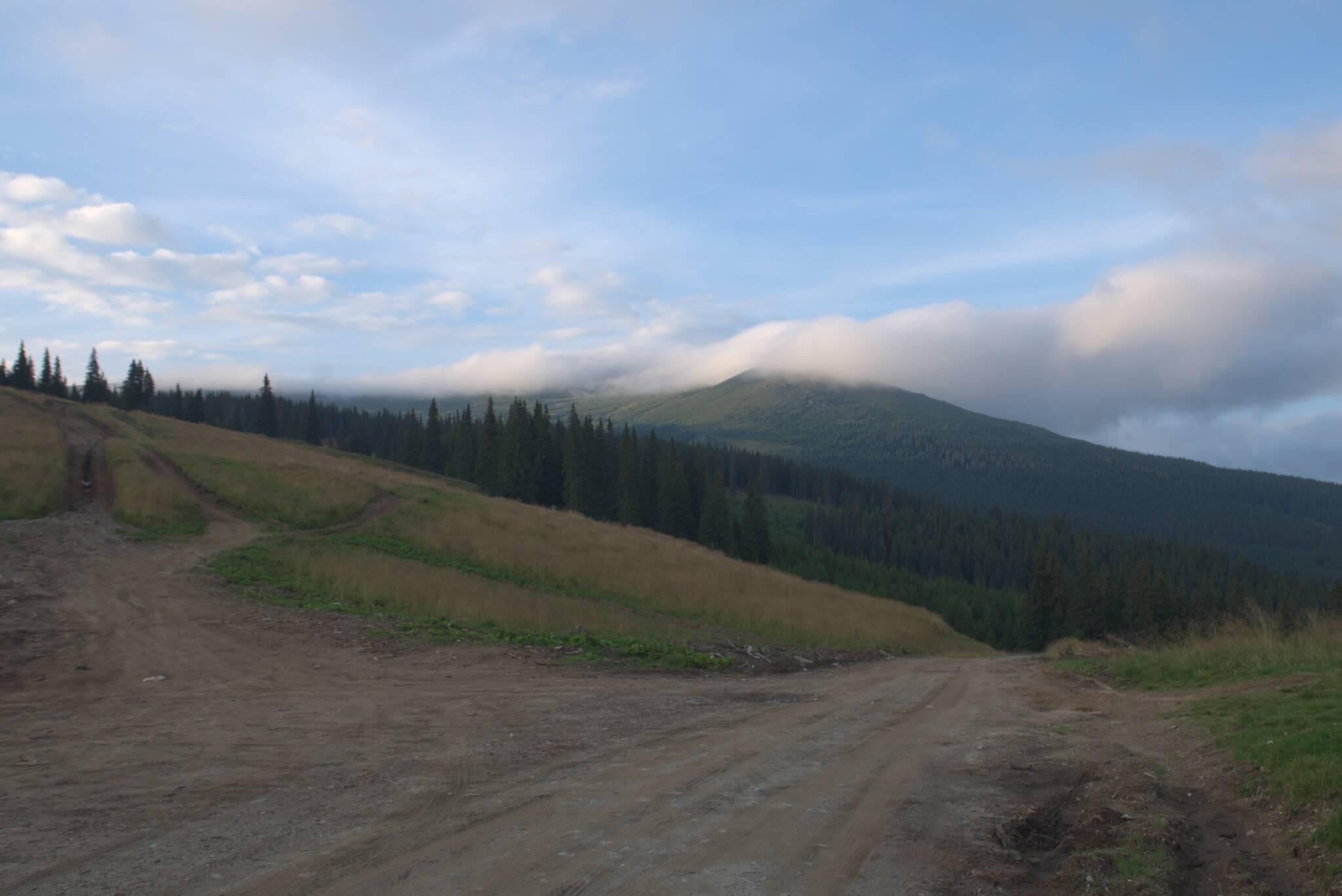 Przełęcz i Cindel w chmurach