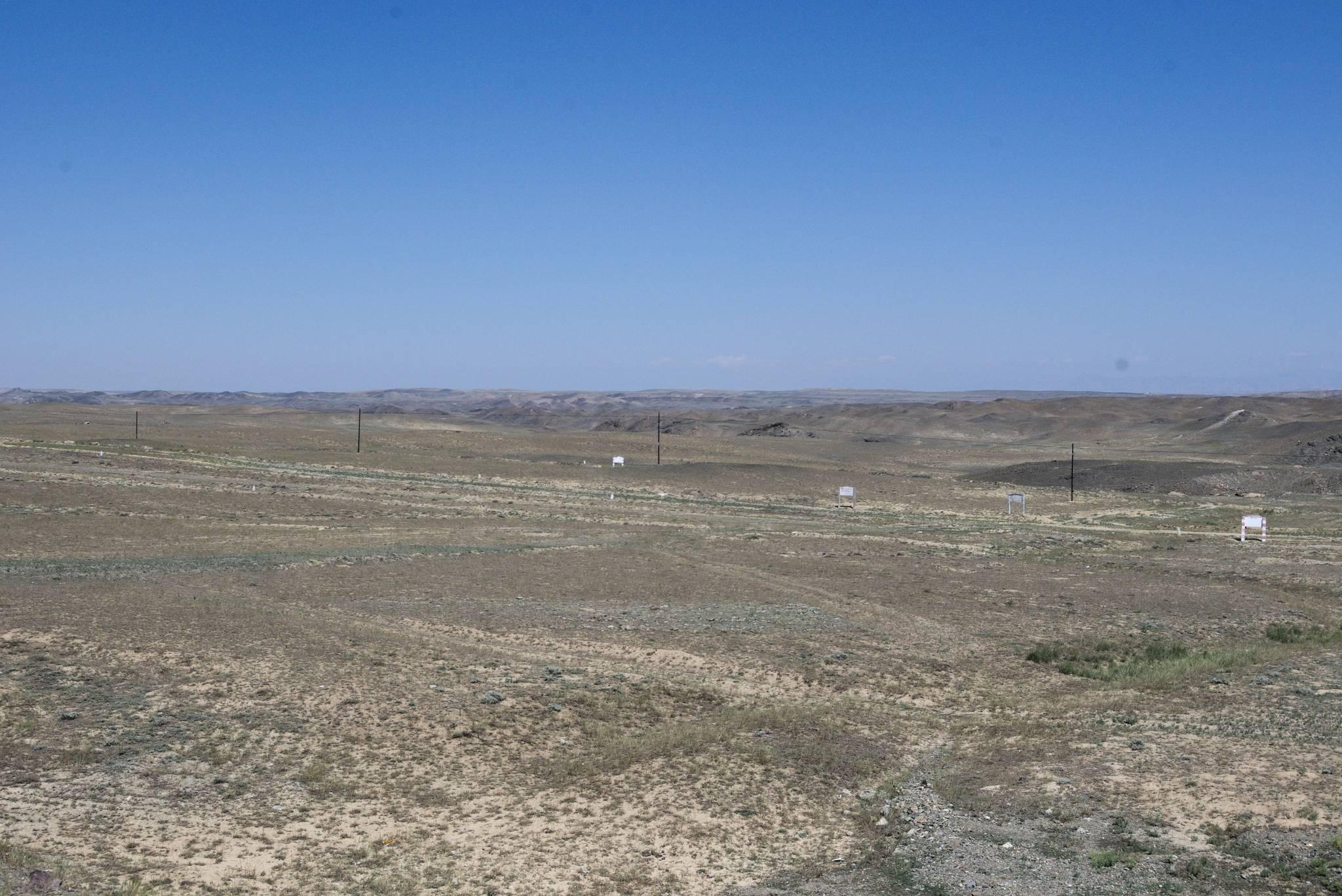 Pogonili mnie i jadę główną drogą przez pustynię