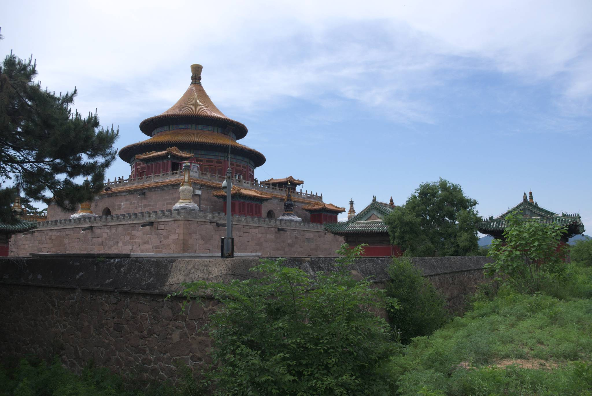świątynia znacznie lepiej prezentuje się od tyłu